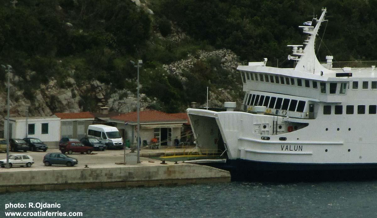 Ferry Valun, Jadrolinija in Prapratno ferry port