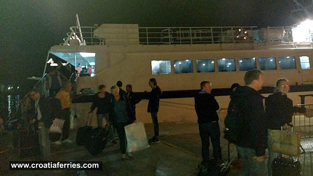 ferry-arrival-korcula201610a