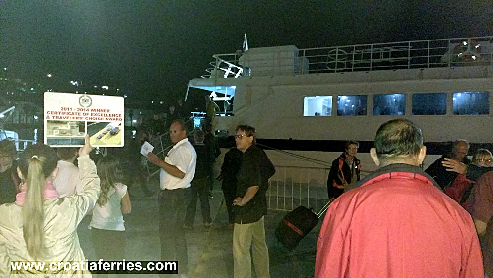 ferry-arrival-korcula201610c
