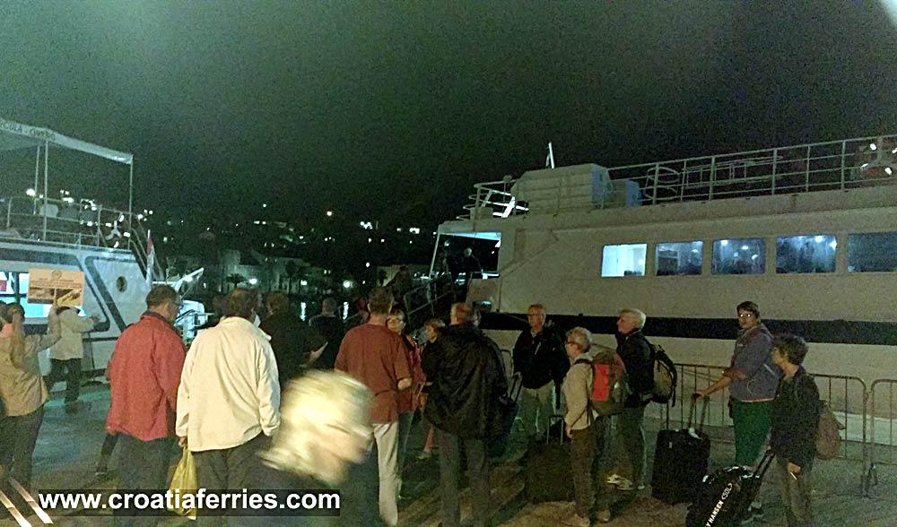 ferry-arrival-korcula201610d