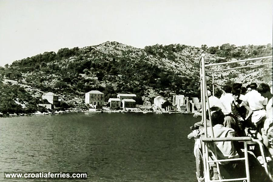ferry-arriving-polace-mljet1950s